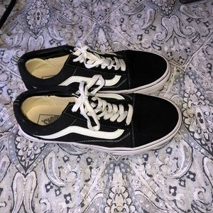 Black vans (men's or women's)